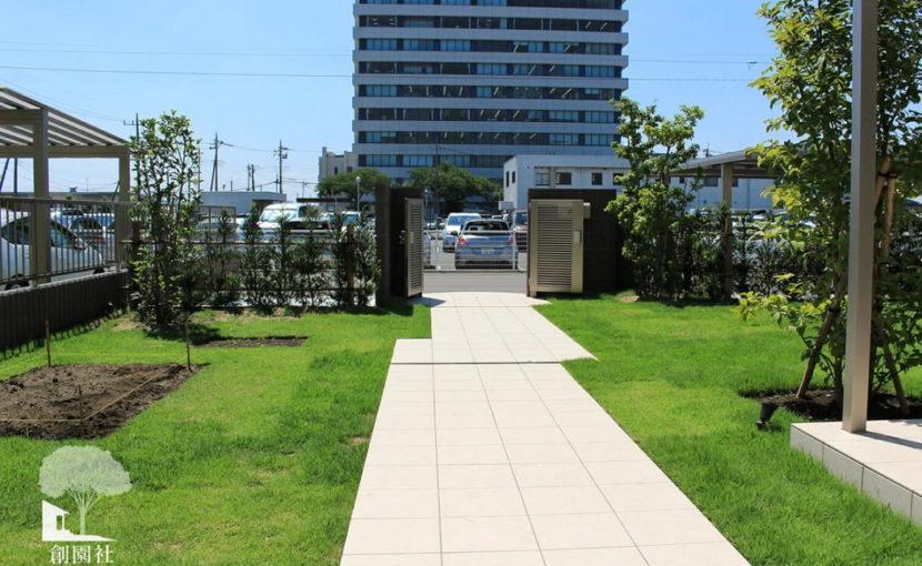 前橋市 タイルアプローチ 芝生
